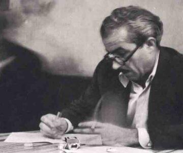 Orhan Kemal Yazı Yazarken Masada